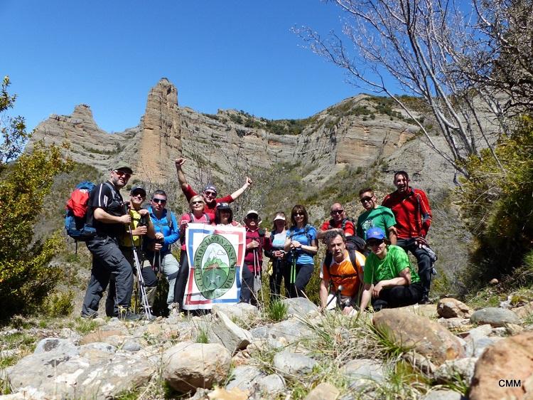 06 Foto de grupo con los Mallos del Castellet