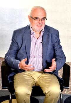 El director de Política Lingüística ha transmitido su voluntad de contar con los colectivos que han ido trabajando históricamente a favor de las lenguas propias de Aragón