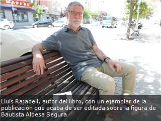 Lluís Rajadell, autor del libro, con un ejemplar de la publicación que acaba de ser editada sobre la figura de Bautista Albesa Segura