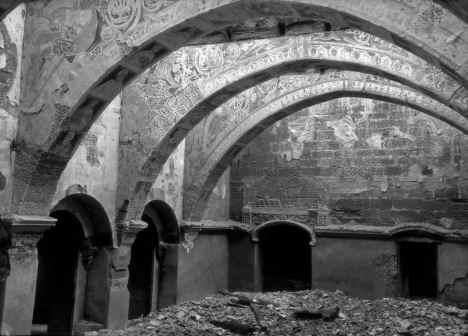 Sala Capitular de Sixena després de l'incendi de 1936. Foto de Josep Gudiol