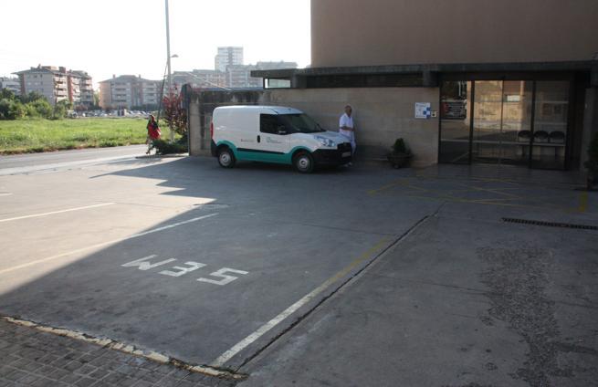Zona de aparcamiento de ambulancias en el Hospital de Santa Maria de Lleida