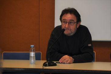 Chuse Aragüés durante la presentación del libro Arredol. Metodo d'autoaprendizache de l'aragonés. Puri López