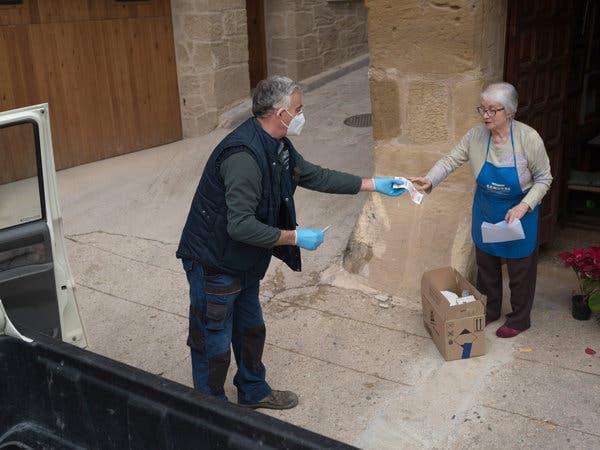 Alberto Ribes delivering food to Alicia Micolau in Valderrobres.