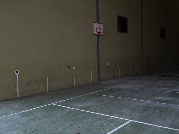 An empty basketball court in Fuentespalda, Teruel.