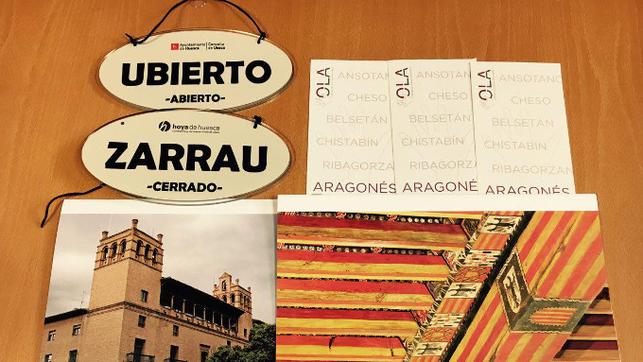 Se han colocado carteles en aragonés en numerosas tiendas de la ciudad